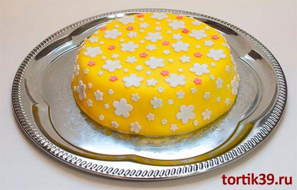 Украсить боковину торта кремом